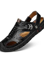Недорогие -Муж. обувь Кожа Лето Удобная обувь Сандалии Черный / Коричневый