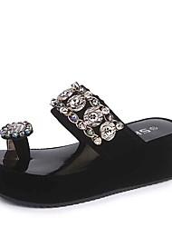 Недорогие -Жен. Обувь Полиуретан Лето Удобная обувь Тапочки и Шлепанцы На плоской подошве Круглый носок Стразы Белый / Черный