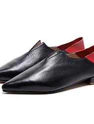 Недорогие -Жен. Обувь Наппа Leather Лето Удобная обувь Мокасины и Свитер На низком каблуке Заостренный носок Черный / Бежевый