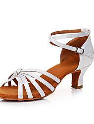 preiswerte -Damen Schuhe für den lateinamerikanischen Tanz Satin Sneaker Kubanischer Absatz Maßfertigung Tanzschuhe Weiß