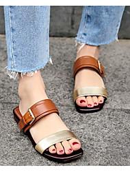 baratos -Mulheres Sapatos Pele Napa Verão Conforto Sandálias Salto Baixo Branco / Castanho Claro