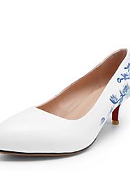 baratos -Mulheres Sapatos Pele Napa Verão Plataforma Básica Saltos Salto Agulha Dedo Apontado Branco / Festas & Noite
