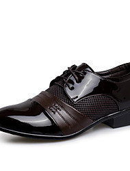 baratos -Homens Sapatos formais Couro Ecológico Primavera Verão / Outono & inverno Negócio / Casual Oxfords Respirável Preto / Castanho Escuro