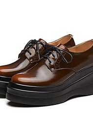 baratos -Mulheres Sapatos Pele Napa Primavera / Verão Conforto Oxfords Creepers Dedo Fechado Fúcsia / Marron