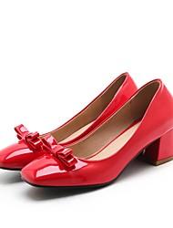baratos -Mulheres Sapatos Couro Ecológico Outono Plataforma Básica Saltos Salto de bloco Ponta quadrada Laço Preto / Bege / Vermelho