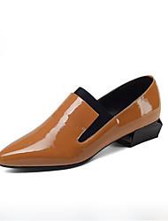 baratos -Mulheres Sapatos Pele Napa Primavera Plataforma Básica Saltos Salto Baixo Dedo Apontado Preto / Castanho Claro / Festas & Noite