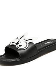 Недорогие -Жен. Комфортная обувь Полиуретан Лето На каждый день Тапочки и Шлепанцы На плоской подошве Открытый мыс Животные принты Белый / Черный