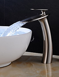 Недорогие -Ванная раковина кран - Водопад Матовый никель По центру Одной ручкой одно отверстиеBath Taps