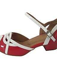Недорогие -Жен. Танцевальная обувь Лакированная кожа Обувь для латины Сандалии Толстая каблук Красный / белым