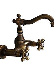 Недорогие -Смеситель для ванны - Античный / Ар деко / Ретро / Традиционный Старая латунь Римская ванна Медный клапан Bath Shower Mixer Taps / Две ручки двумя отверстиями