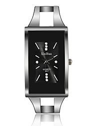Недорогие -Жен. Кварцевые Квадратные часы На каждый день Мода Серебристый металл Нержавеющая сталь Кварцевый Белый Черный Повседневные часы 1 ед. Аналоговый Один год Срок службы батареи