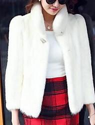 Недорогие -Жен. Повседневные Классический Наступила зима Короткая Искусственное меховое пальто, Однотонный Воротник-стойка Длинный рукав Искусственный мех Красный / Розовый / Серый