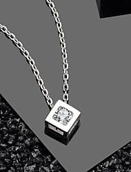 Недорогие -Горячие продажи элегантный кристалл CZ Cube дизайн чистого серебра ювелирные изделия 925 кулон ожерелье кулон размер около 8,3 мм * 8,3 мм длина цепи около 43 см (в том числе 3 см удлинитель)