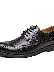 baratos -Homens Sapatos de couro Couro Verão / Outono Negócio Oxfords Caminhada Não escorregar Preto / Vermelho / Festas & Noite