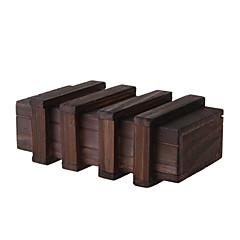 余分なセキュリティで保護された秘密の引き出しを持つ魔法の木箱