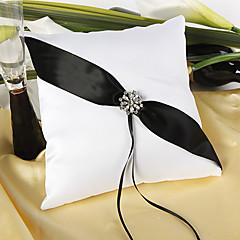 travesseiro cintilante do anel de casamento crepusculo na cerimônia de casamento preto e branco
