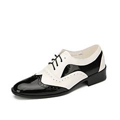 בגדי ריקוד גברים נעליים מודרניות עור שטוחות עקב נמוך מותאם אישית נעלי ריקוד שחור לבן / הצגה
