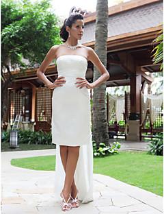 billiga Plusstorlek brudklänningar-Åtsmitande Axelbandslös Knälång Satäng Bröllopsklänningar tillverkade med Ficka av / Liten vit klänning