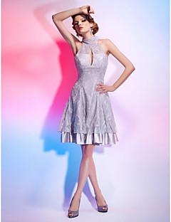 billiga Cocktailklänningar-A-linje Prinsessa Figursydd Illusion Halsband Knälång Spets Stretchig satäng Cocktailfest Klänning med Spets av TS Couture®
