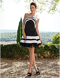 Aライン ワンショルダー ショート / ミニ サテン カクテルパーティー 16歳誕生日 ドレス とともに フラワー ラッフル 〜によって TS Couture®