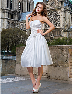 billiga Brudklänningar-A-linje / Prinsessa Axelbandslös Knälång Taft Bröllopsklänningar tillverkade med Veckad / Blomma / Korsvis av LAN TING BRIDE® / Liten vit klänning