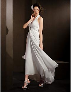 billiga Imperiumbrudklänningar-Åtsmitande Halterneck Asymmetrisk Chiffong Bröllopsklänningar tillverkade med Draperad / Blombrosch i kristall / Sidodraperad av LAN TING