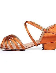 Χαμηλού Κόστους -Παπούτσια χορού λάτιν / Αίθουσα χορού Σατέν Πέδιλα Αγκράφα Χαμηλό τακούνι Εξατομικευμένο Παπούτσια Χορού Κάμελ / Μαύρο / Καφέ / Παιδικά