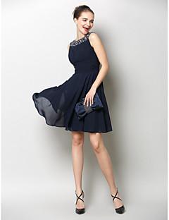 billiga Cocktailklänningar-A-linje Båthals Knälång Chiffong Cocktailfest / Återföreningsfest Klänning med Veckad av TS Couture® / Vacker rygg