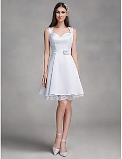 billiga A-linjeformade brudklänningar-A-linje Queen Anne Knälång Satäng Bröllopsklänningar tillverkade med Spets av LAN TING BRIDE® / Liten vit klänning