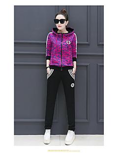 女性のスーツファッションファッション.レジャースポーツ.ツーピース