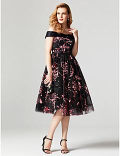 billige Mønstrede og ensfargede kjoler-Prinsesse Løse skuldre Knelang Tyll Cocktailfest / Ball / Skoleball Kjole med Belte / bånd / Plissert av TS Couture®