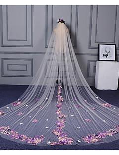 baratos Véus de Noiva-Uma Camada Corte da borda Borda com aplicação de Renda Véus de Noiva Véu Catedral Com Estilo Floral Disperso Apliques Renda Tule