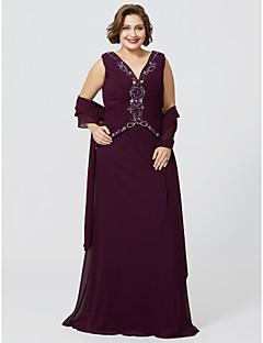baratos Vestidos para as Mães dos Noivos-Tubinho Decote V Longo Chiffon Georgette Vestido Para Mãe dos Noivos com Miçangas Franzido de LAN TING BRIDE®