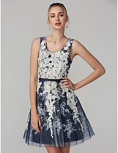 billiga Cocktailklänningar-A-linje Scoop Neck Knälång Spets / Tyll Bal Klänning med Spets / Bälte / band av TS Couture® / Brudklänning i färg
