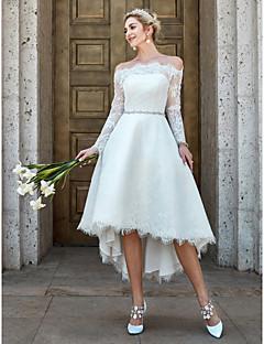 billiga Brudklänningar-A-linje Off shoulder Asymmetrisk Spets Bröllopsklänningar tillverkade med Spets / Kristallbrosch av LAN TING BRIDE® / Illusion