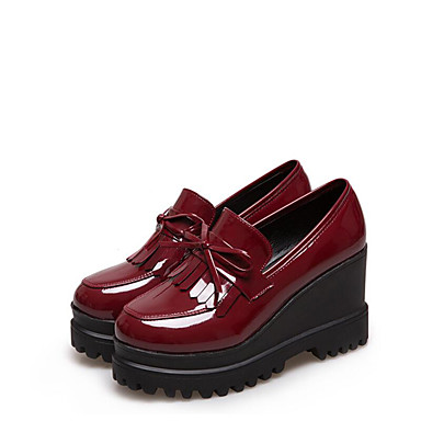 Women's Shoes Patent Leather Spring / Fall Comfort Loafers & Slip-Ons Wedge Heel Round Toe Bowknot / Tassel Black / Burgundy