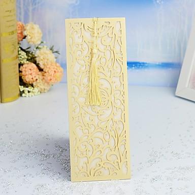 """billige Bryllupsinvitasjoner-Sjal & Lomme Bryllupsinvitasjoner 30pcs - Invitasjonskort / Takkekort / Svare Kort Moderne Stil / Blomster stil Perle-papir 8 4/5""""×4 1/4"""" (24*10cm) Blomster Kam"""