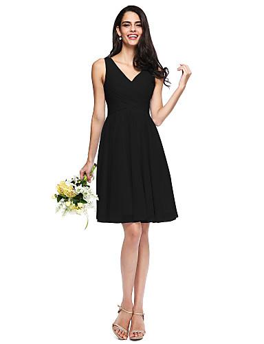 billige Korte brudepikekjoler-A-linje V-hals Knelang Chiffon Brudepikekjole med Sidedrapering / Kryssdrapering / Bølgemønster av LAN TING BRIDE®