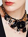 Pentru femei Coliere cu Pandativ Cristal Flower Shape Pietre sintetice Cristal Aliaj La modă European Bijuterii Statement Vintage plaited